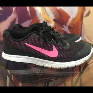 Pre-owned Nike Flex Exp RN 4 size 7.5